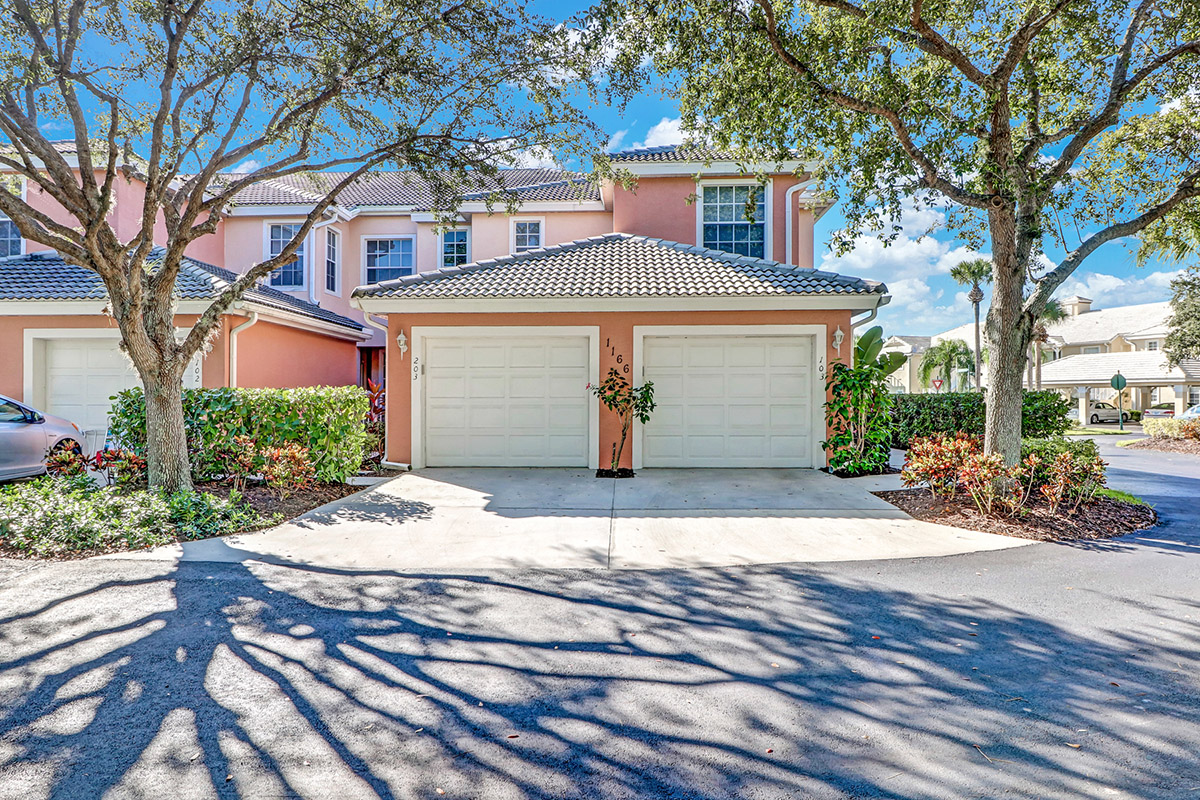New Listing in Eagle Cove at Sterling Oaks. A North Naples Community